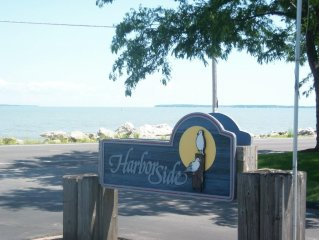 FREE NIGHT* Lake Front, Pool & Hot Tub, Private Deck & Dock, Walk to Jet Express