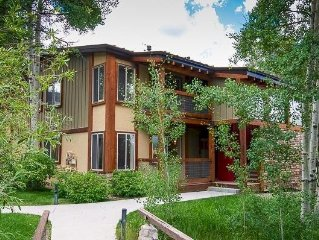 Ski-Accessible Condo In Snowmass Village/Aspen, CO - with Hot Tub!