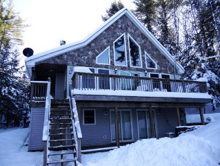 Gorgeous open concept chalet with a large deck & beautiful mountain views!