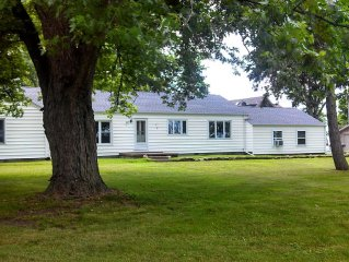 Home On Lake Erie W/Private Beach just 5 Minutes To Cedar Point Amusement Park