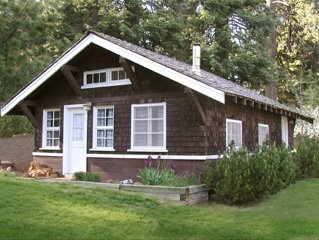 Cabin 1 on Klamath Lake at Point Comfort Lodge