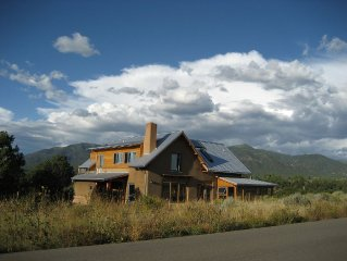 Elegant solar home  - Midway between Taos and Taos Ski Valley