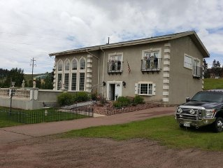FIRST CLASS: SilverHouse Downtown Cripple Creek and Guest Cottage