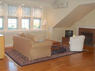 Stunning Studio with Harbor Views - Downtown Historic District