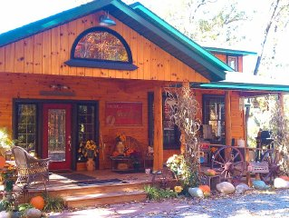 Secluded lodge/Acreage/Hot tub/Romantic/Booking now for Summer.