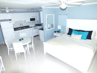 Paradise on the Beach- Newly Renovated Modern Studio