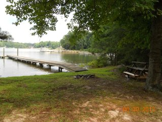 Cozy Cottage: 180 Ft Shoreline, Panoramic View of Cove & Lake; Pet Friendly