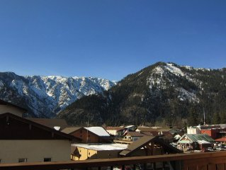 Leavenworth, Downtown Condo with Mountain Views