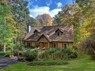 Peaceful Highlands Retreat, 8 Min to Main St., Nestled on 3 Wooded Acres