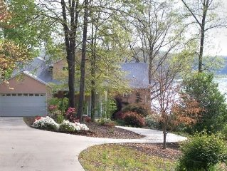 Beautiful Lakefront Rental on Lake Keowee near Clemson. Pets welcome!