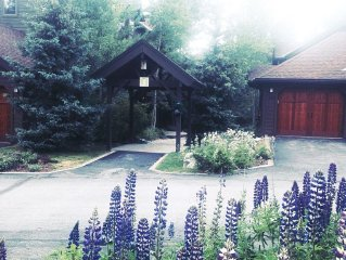 Breckenridge  Townhome; walk to town/lift, private hot tub and garage, bus route