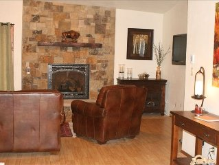 Cozy and Convenient, 2 BR/2.5 BA, Walk-to-Town & Lift