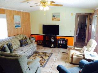 Family/Dog Friendly Home 1.5 Blocks from White Sand Beach!