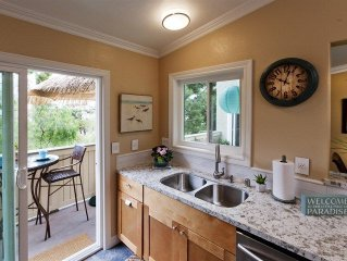 **SPECIAL $145/NIGHT DECEMBER Beach chic condo in resort-style gated community