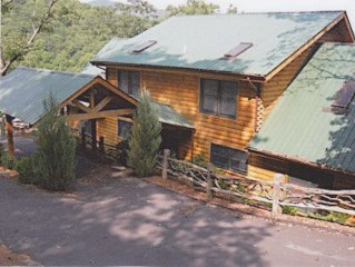 Stunning 5 Bedroom, 5/2 Bath Mountain Lodge Plus*