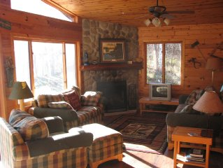 Family and Pet Friendly 3 Bedroom Log Lake Home on Gorgeous Agate Lake