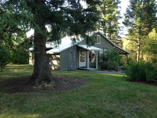 Abbot Creek Cottage, Only 10 Minutes from Glacier National Park!