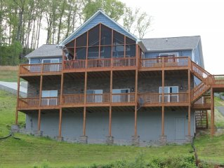Reduced for 2017 Lakefront House, Beds for 16, 4.5 Baths w/ Private Covered Dock