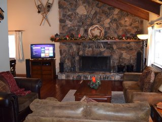 Beautiful mountain retreat with hot tub, close to several beaches and casinos