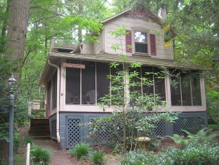 Cozy cottage in the woods within walking distance to Mt Gretna events