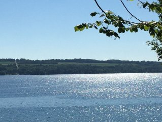 Charming 3 bedroom 2 bath Skaneateles Lakefront  Home 4 miles to Village
