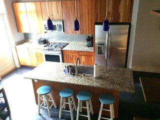 Family Friendly Studio Loft Located in the Heart of Downtown Habersham
