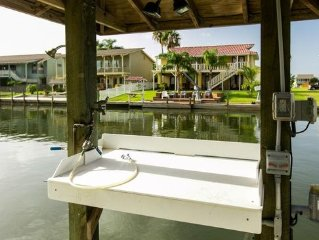 Water Front Home, Fish From The Back Yard,  Or Relax And Enjoy The View on Porch