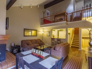 Sweet Canyon Condo. New Listing in Canyon Racquet Club.