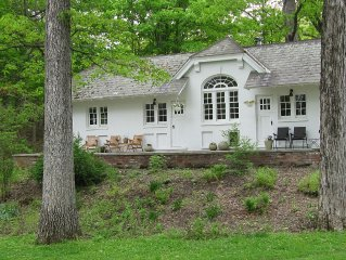 3 Br Cottage on Historic Hudson Valley Estate w/ sleeping loft, Pet Friendly.