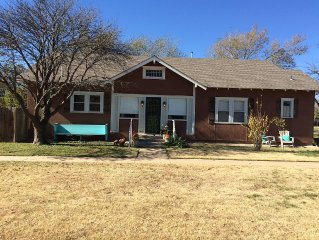 Buffalo Junction: 2BR/1 Bath or 3BR/2 Bath home, near WTAMU and Palo Duro Canyon