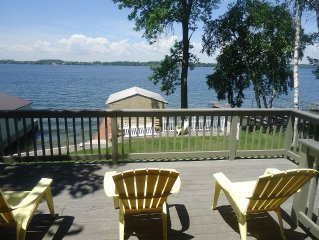 �Clayton Waterfront Cottage /Ships go right by!