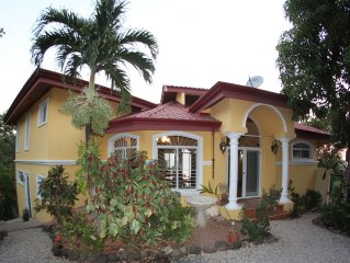 Luxury villa with amazing ocean, surf and sunset views of Playa Guiones
