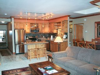 King Beds * 2 Oversized Private Decks * Mountain & Village Views
