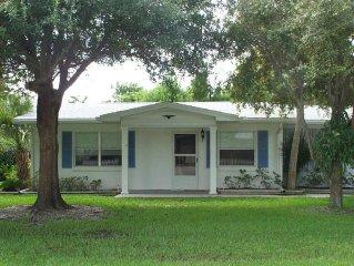Ann's House...a Quaint, Cozy Duplex... Steps To The Gulf Of Mexico