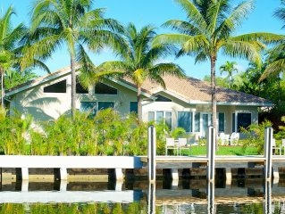Tropical Estate On The Water. 5 Bedrs/4 bathrs Sleeps 10