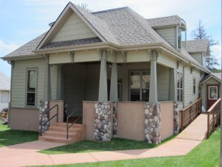 2 Blocks from Historic Downtown Custer
