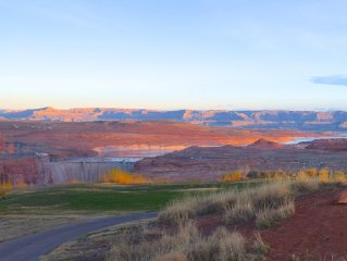 Amazing views of Lake Powell- Large, fully remodeled 4 BR on the Golf Course!