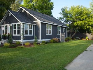 Beautiful cottage home close to everything for your family and friends!
