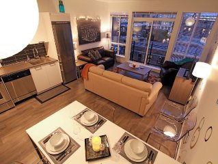 Downtown condo in best Victoria location: stunning views, parking & laundry