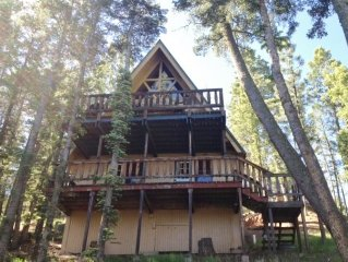 Chalet cabin, 4 bedrooms, near golf course , 5 minutes to ski area.