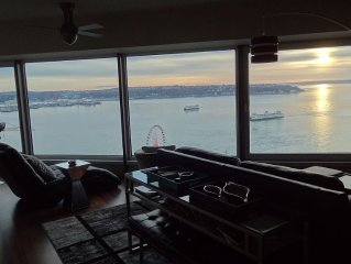 Pike Place Penthouse Immersed In The Best Views In The City
