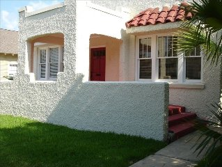 Downtown Pensacola Historic home in North Hill. Sleeps 4-6!