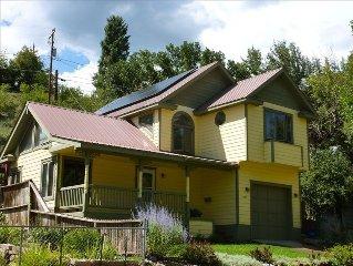 Garden Home Downtown: Splendid 2 Bedroom House in Historic Neighborhood
