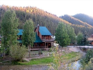 On the River!  Luxury Red River Cabin W/ Pool Table-In Town-2 balcony, 3 Kings