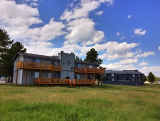Buffalo Roam Condo-Well equipped, cozy condo w/deck, mountain views, wildlife!