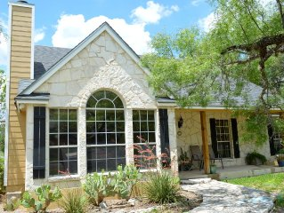 Hill Country Getaway close to charming Main Street!