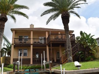 Cast-Away Villa - NEW Luxury Canal-Front Villa with Private Boat Lift