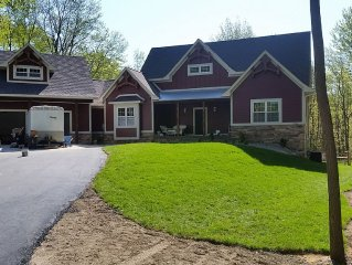 Large 8 bedroom home. Huge Pool, Hot Tub, 2 Ponds, Saugatuck-Holland Bike Path