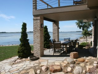 The Lake House at Cedar Point -Beautiful Waterfront Home - Private sandy beach !