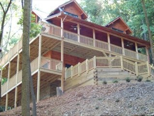 New Secluded Log Cabin W/ Great View, Hot Tub and Pool Table